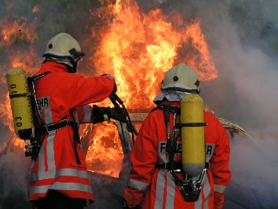 Firefighters cope with extreme heat, image by Saperaud for Wikimedia